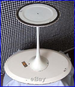 Original Knoll Tulip Oval Side Table By Eero Saarinen 950