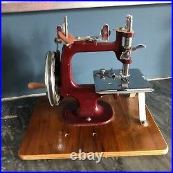 Old Vintage 40s 50s Mid Century Retro Miniature Sewing Machine Essex No 1 VG