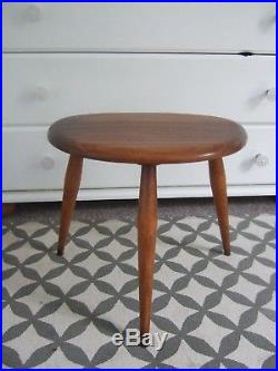Pair of Vintage Ercol pebble nesting tables 1960s mid century retro Elm