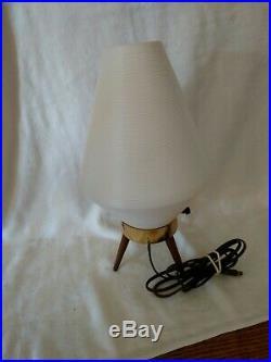 Vintage Atomic White Mid Century Modern Beehive Lamp Tripod Retro