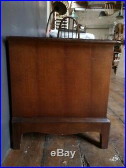Vintage Mid-Century Pair of Stag Minstrel Mahogany Bedside Cabinets