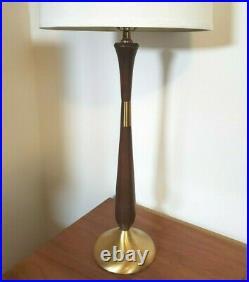 Vtg Mid Century Modern Walnut & Brass Table Lamp 33